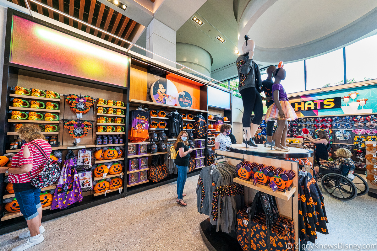 Seasonal displays Creations Shop EPCOT