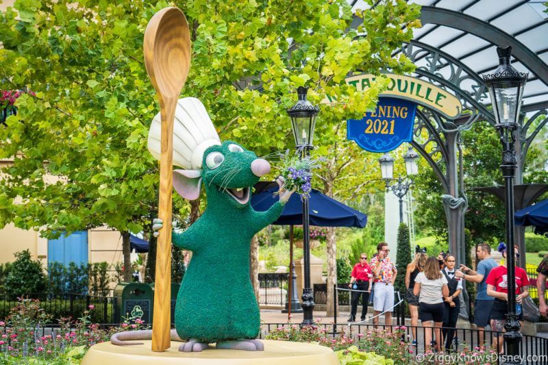 Remy topiary welcoming guests to new attraction